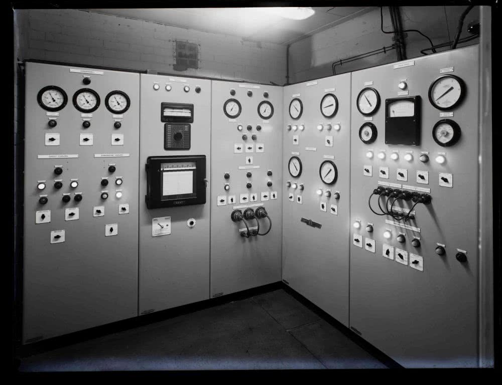 Ventilation control panel at the junction between area A.T.5 and area A.T.8